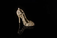 High heel shoe. On a a black background with reflection Royalty Free Stock Photos