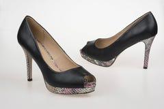 High-heeled schoenen van zwarten Royalty-vrije Stock Foto's