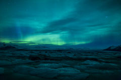 Northern lights above a lagoon in Iceland Royalty Free Stock Photos