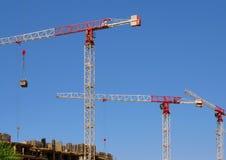 High-rise bouwkranen en blauwe hemel Royalty-vrije Stock Fotografie