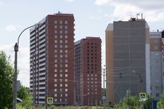 High-rise de gebouwen in Rusland wordt een nieuwe buurt gebouwd royalty-vrije stock afbeelding