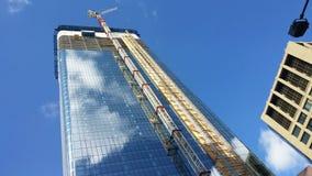 High-rise die in aanbouw bouwen Stock Foto's