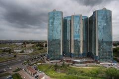 High-rise flatgebouw Stock Afbeeldingen