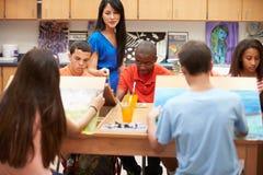 High School secundaria Art Class With Teacher Imagen de archivo libre de regalías