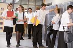 High school students by lockers Royalty Free Stock Photography