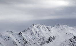 High snowy mountains and gray sky before blizzard Royalty Free Stock Photos