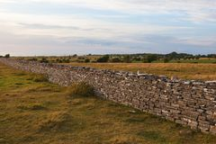 High stone wall in sunset Royalty Free Stock Photos