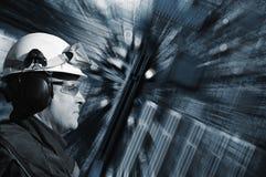 High-Techer Ingenieur und Stromkreisbrett Lizenzfreie Stockbilder