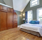 High vaulted ceiling bedroom interior design Royalty Free Stock Photos