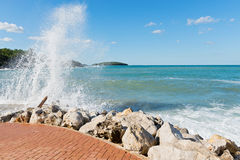 High waves and water splashes Royalty Free Stock Images