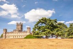 Highclere-Schloss mit Park und grüner Libanonzeder Neubury lizenzfreies stockbild