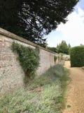 Highclere slott, Förenade kungariket trädgård royaltyfria foton