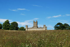 Highclere slott som är bekant populärt som den Downton abbotskloster Royaltyfri Bild