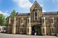 HIGHGATE, LONDEN, het UK - 12 Maart, 2016: Buitenkant van de kapel in de het Westenbegraafplaats Royalty-vrije Stock Foto's