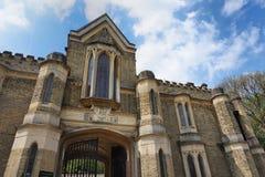 HIGHGATE, LONDEN, het UK - 12 Maart, 2016: Buitenkant van de kapel in de het Westenbegraafplaats Stock Foto