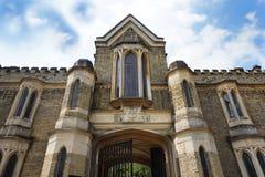 HIGHGATE LONDON, UK - mars 12, 2016: Yttersida av kapellet i den västra kyrkogården Royaltyfri Fotografi