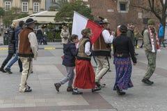 Highlanders με τη σημαία στην αγορά στην Κρακοβία Στοκ φωτογραφίες με δικαίωμα ελεύθερης χρήσης