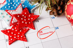 Highlighting christmas date on calendar Royalty Free Stock Photos