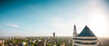 Highline au-dessus de la ville photo libre de droits