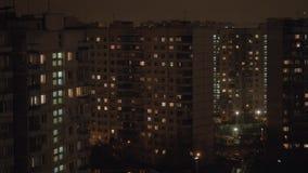 Highrise bloki mieszkalni przy nocą moscow Rosji zbiory