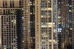 Highrise budynki mieszkalni w mieście obrazy stock