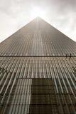 Highrise e céu brilhante Foto de Stock
