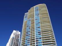 Highrise Flatgebouwen met koopflats Royalty-vrije Stock Foto's