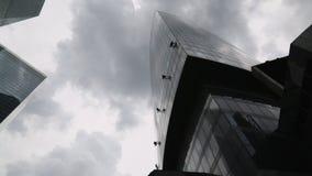 Highrise Gebäude Moskau Russland der Fensterreinigung im Juni 2017 stock video