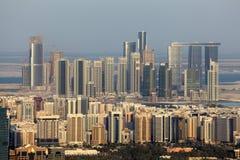 Highrise gebouwen in Abu Dhabi Royalty-vrije Stock Foto's