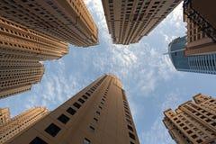 Highrise gebouwen in Doubai royalty-vrije stock afbeeldingen