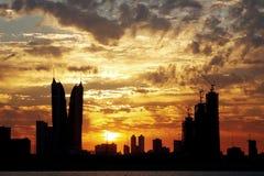 Highrise van Bahrein de bouw in gouden wolk royalty-vrije stock afbeelding