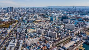 Highrisecityscape för flyg- sikt trängde ihop skyskrapakontor ifrån varandra Fotografering för Bildbyråer