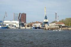 Highrises et grues dans le port de Klaipeda Photos libres de droits