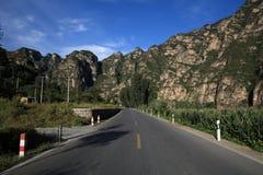 Highroad e montagna Immagine Stock