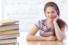 Highschool ucznia uśmiechnięty przód whiteboard Obraz Royalty Free