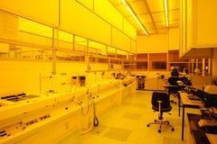 Hightech- sauberer Raum der gelben Leuchte Lizenzfreies Stockfoto