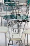 Hightech- Tabellen und Stühle Stockbild