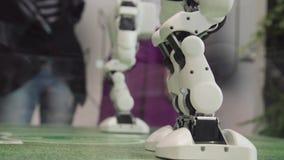 Hightechzukunft-und Wissenschafts-Konzept Intelligentes Humanoid-Roboter-Tanzen Tanzenroboter Zukünftiges Technologiekonzept stock footage