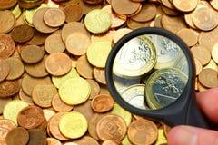 Highther valueted монетки увеличителем Стоковые Изображения RF