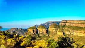 Highveld с 3 Rondavels из каньона реки Blyde вдоль трассы панорамы Стоковые Изображения