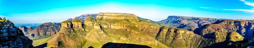Highveld met beroemde Drie Rondavels van Blyde-het Natuurreservaat van de Riviercanion Royalty-vrije Stock Foto's