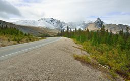 Highway through the Canadian Rockies along the Icefields Parkway between Banff and Jasper Royalty Free Stock Photography