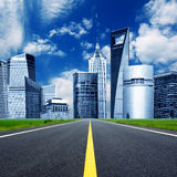 Highway heading to the city Royalty Free Stock Photography