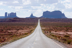 Highway leading to Monument Valley Royalty Free Stock Photos