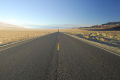 Highway in Mojave Desert, California Royalty Free Stock Photos