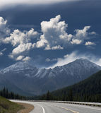 Highway in the mountains, Alberta Royalty Free Stock Images