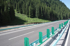 Highway in the mountains Royalty Free Stock Photos