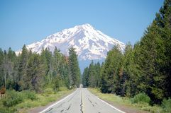 Highway to Mount Shasta Royalty Free Stock Photos