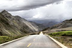Highway to nowhere. The road to the hirizont in Kashmir stock photo