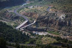 Highway US-60 / 77 crossing the Salt River in Arizona on the For. T Apache Indian Reservation Royalty Free Stock Photos